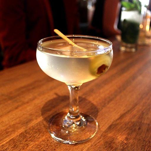 Vodka martini recipe bevvy for Vodka martini